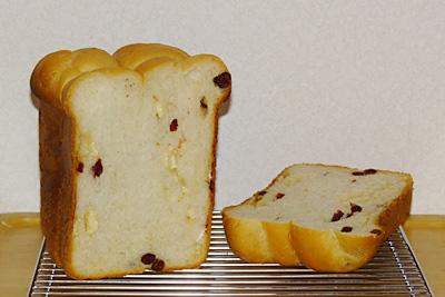 GOPANのクランベリー・カマンベールチーズ食パン