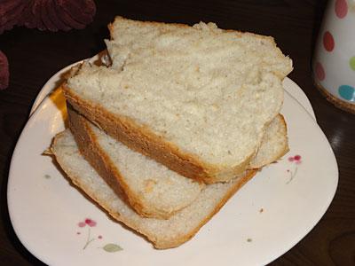 柔らかい米食パンを悪戦苦闘してスライス