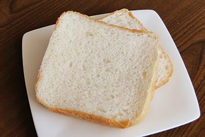 GOPANのおかずのいらないかわちのお米食パンをスライス
