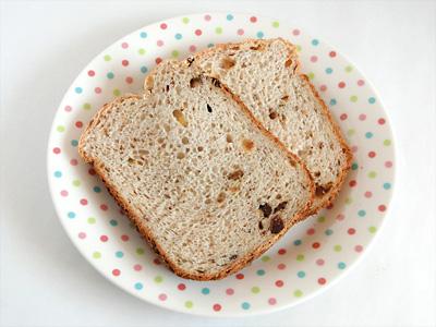 ぶどうのお米食パンをスライス