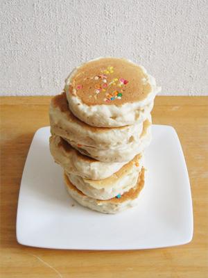 Eggs'n Thingsのパンケーキ。大判焼きみたいですが...
