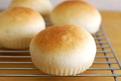 ホシノ天然酵母のサワークリームはちみつロールパン