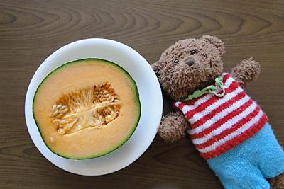 今年購入した、熊本県産のクインシーメロン。熟れて甘くておいしかったです!