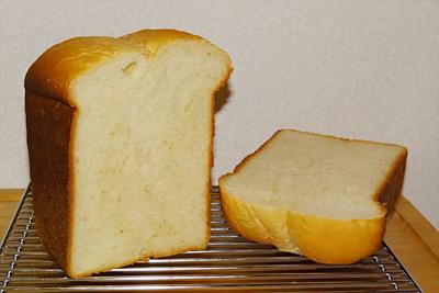 GOPANのパネトーネマザー蜂蜜ヨーグルト食パンの断面