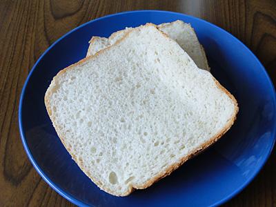 GOPANの白神こだま酵母お米食パンのスライス。甘く優しい香りにホッとします