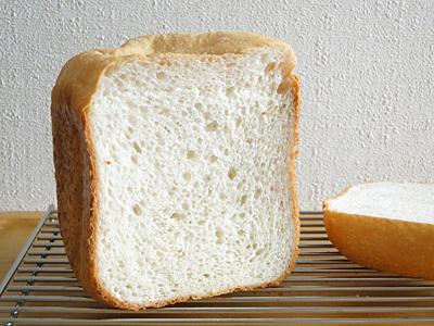 GOPANのふさこがねお米食パンの断面。きめは多少粗め