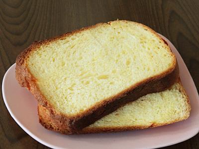 GOPANのブリオッシュ食パンをスライス