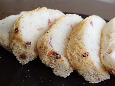 GOPANのベーコンチップフランス食パンをスライス
