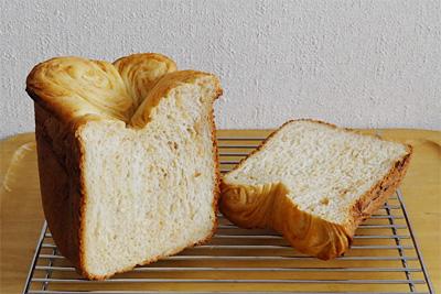 ピーナツバターマーブル食パンの断面
