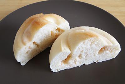 GOPANのお米いちごクリームチーズロールの断面