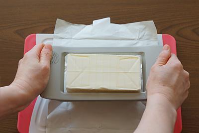 ぐぐぐっと押していくとワイヤーがバターに食い込み