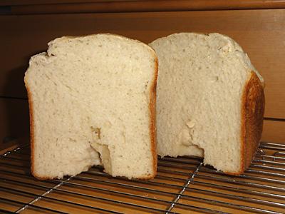 玄米食パン切り分けたところ。