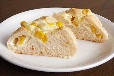 オニオンローストお米コーンクリームチーズパンの断面
