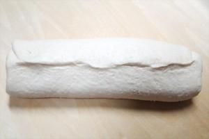 ココアお米パン生地を巻き込んだら端をきっちり止めます