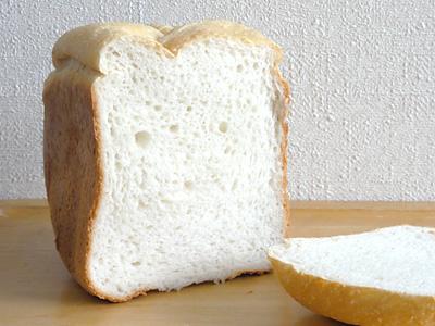 ふっくりんこ米食パンの断面。白くてふわふわ。