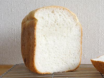 ササニシキお米食パンの断面。きめがととのってます。