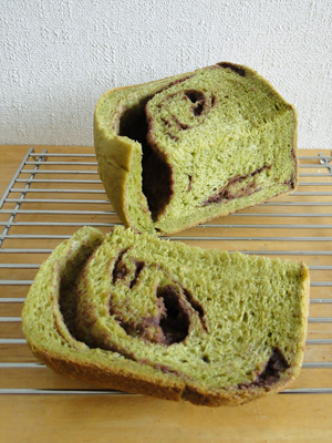 GOPANの抹茶あん食パンの断面。切り方をまちがえてしまいました...