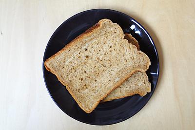 GOPANのコーヒーとミルクマーブル食パンをスライス