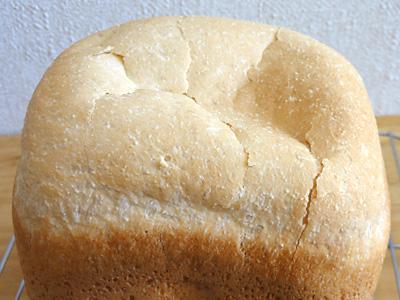 コシヒカリお米食パンの上面は薄いので、すぐにヒビが入ります。