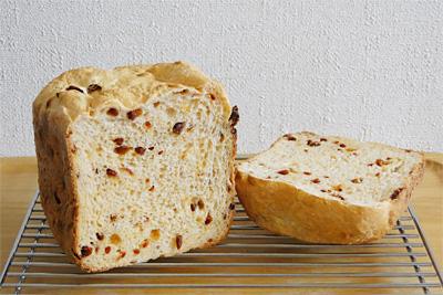 GOPANのトマトお米食パンの断面