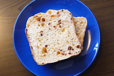 トマトお米食パンをスライス