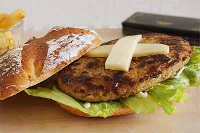 びっくりドンキーの300gのハンバーガー