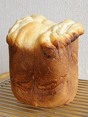 GOPANのパネトーネマザー・いちごミルクマーブル食パン