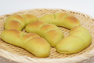 ホシノ天然酵母の抹茶枝豆あんパン