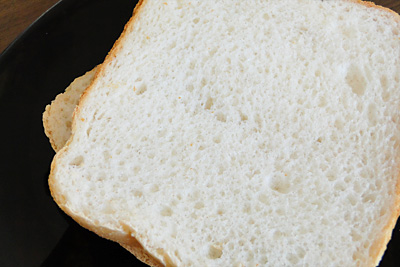北魚沼産こしひかりお米食パンの断面。
