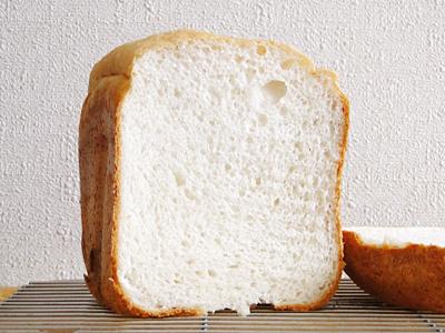 GOPANのななつぼしお米食パンの断面。ちょっと形が崩れやすいです。