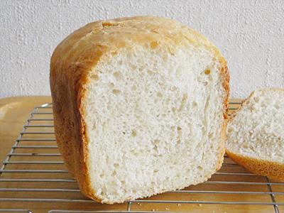 GOPANの天然酵母食パンの断面。見た目ではふわふわしているように見えるのですが...。