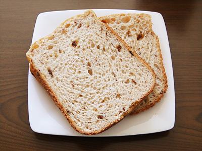 ピーナッツレーズンお米食パンのスライス