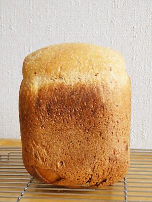 アメリカ中粒種米で作ったピーナッツレーズン食パン
