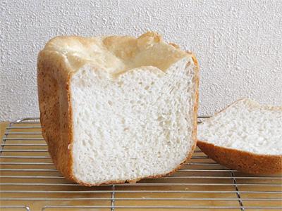 白神こだま酵母お米食パンの断面。優しさが色にも表れています。