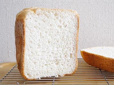ハツシモお米食パンの断面。見るからにしっかりしてます
