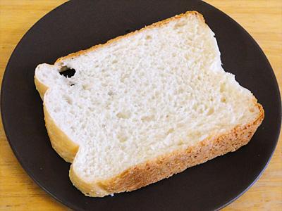 どまんなかお米食パン。弾力と粘りが強くスライスするのに一苦労