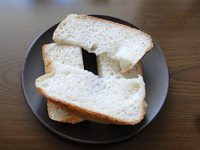 天使の歌お米食パンを切り分けたところ