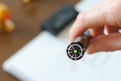 ペンの上面に緑色のランプが点灯