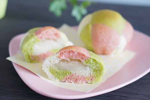 春色の3色パッチワーク白あんパン
