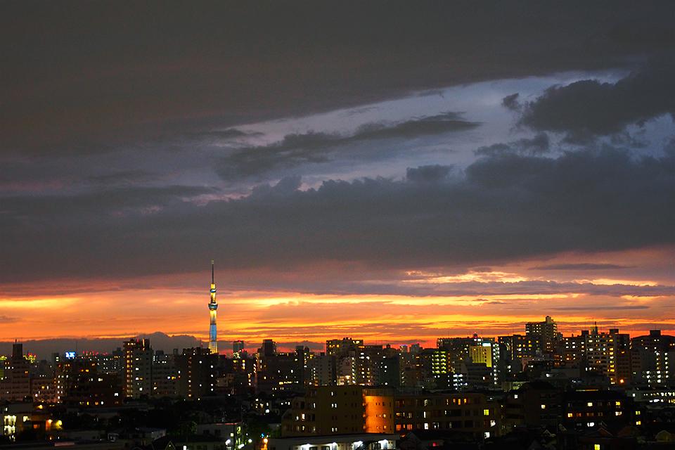 豪雨のあとの美しい夕暮れ