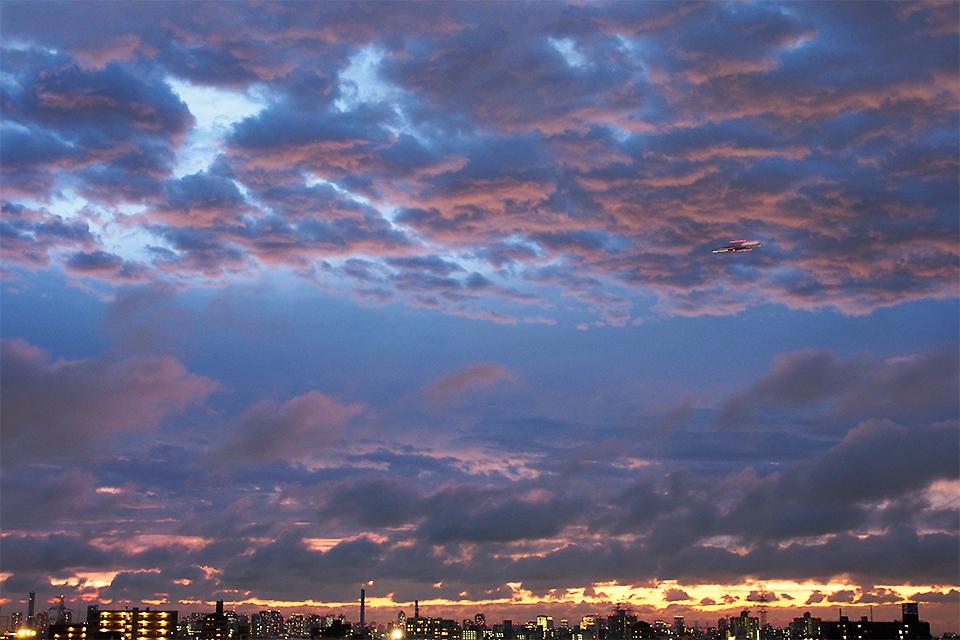 黄昏の空から着陸態勢