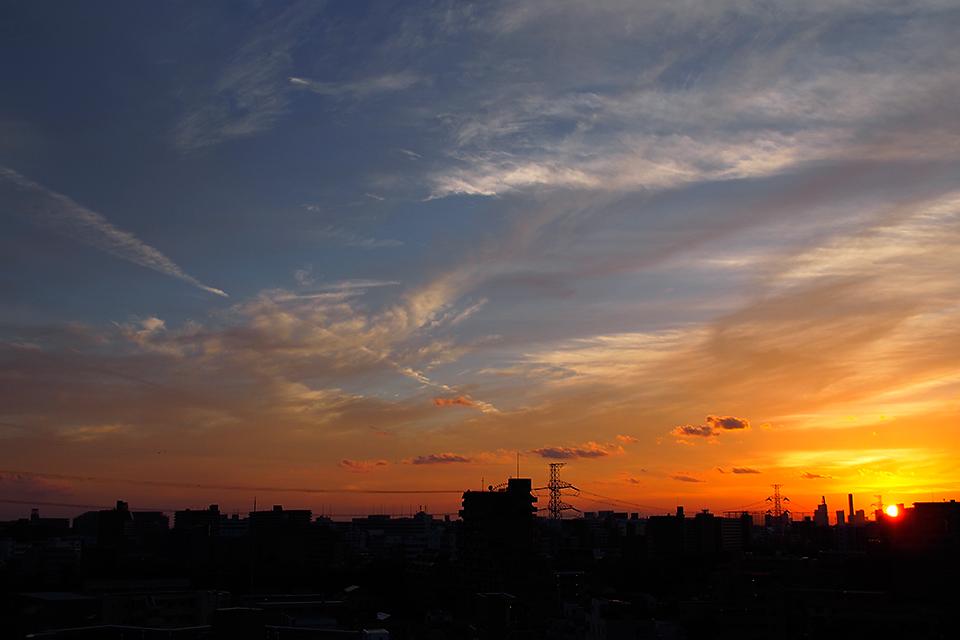 黄金色に焼ける夕空
