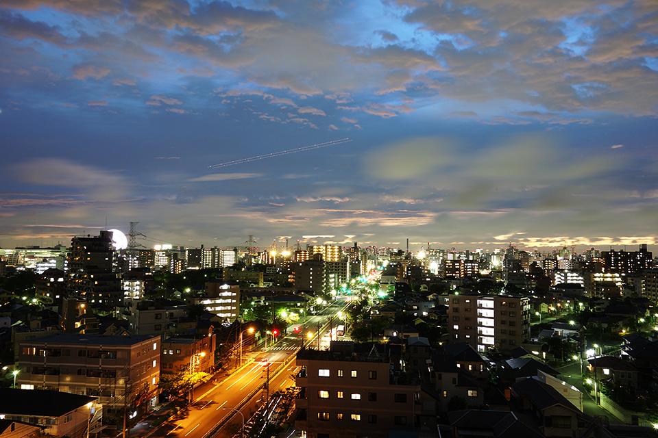 RX-100のスローシャッターで撮影した黄昏の街