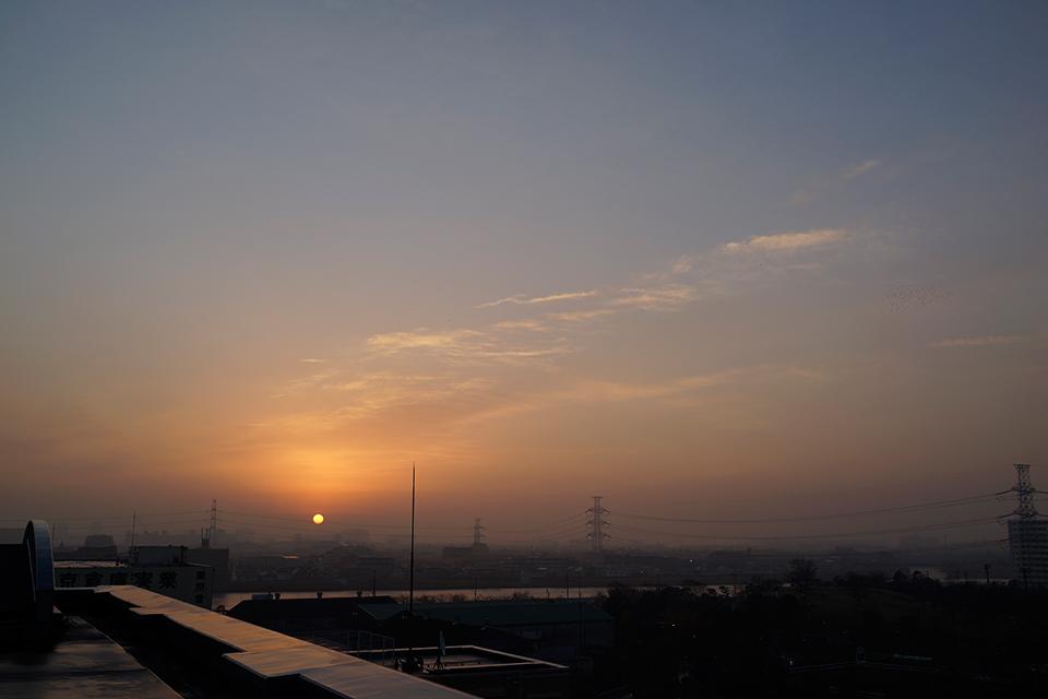 不思議な階調の朝。RX1で撮影。