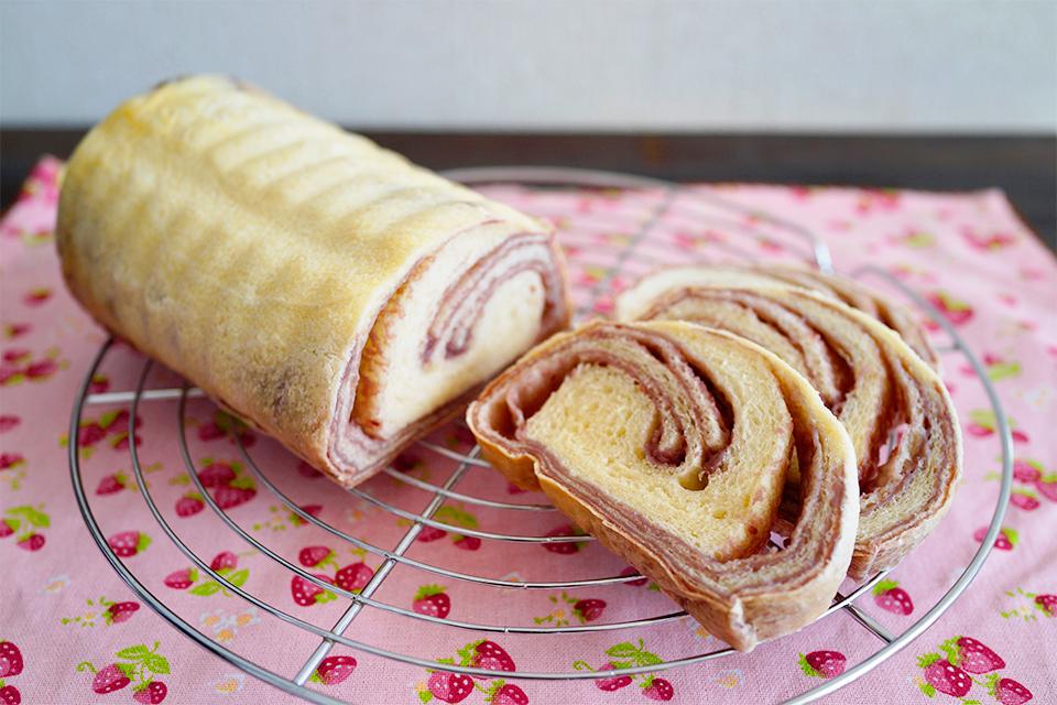 ラズベリージャムのマーブルパン
