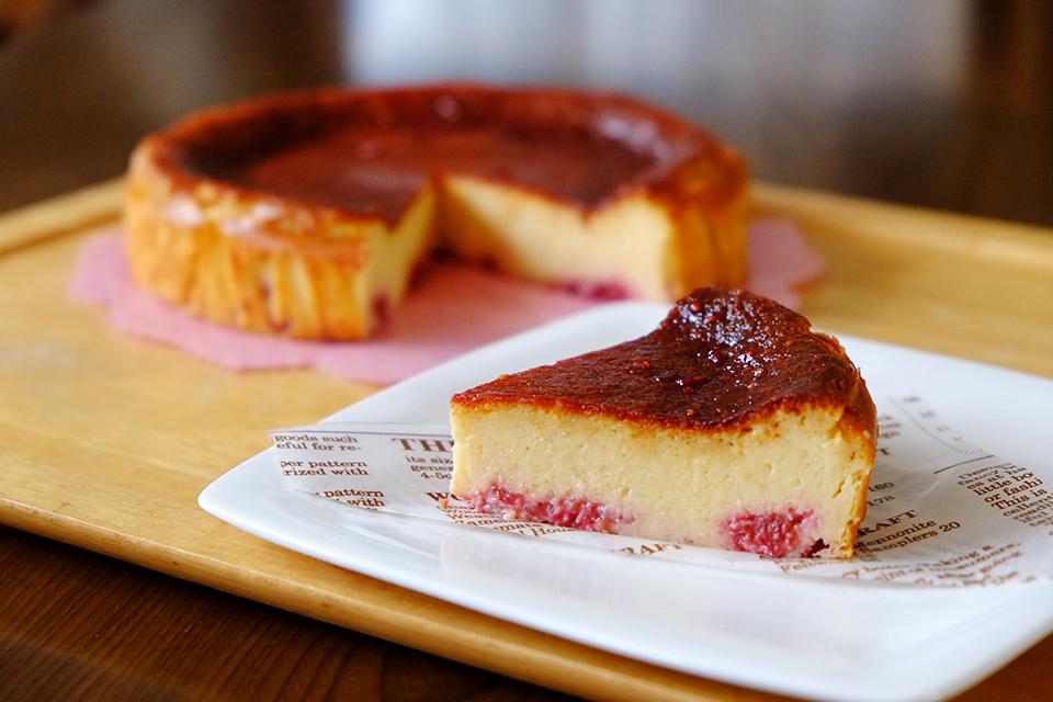 ラズベリーのベークドチーズケーキ