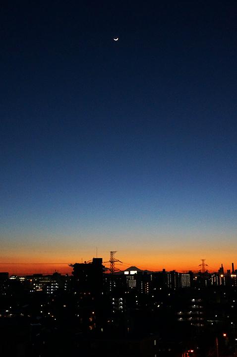 夕焼けとお月様