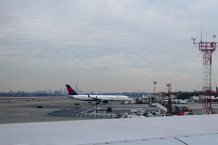 JFKに定時に到着。遠くにあこがれの摩天楼が!
