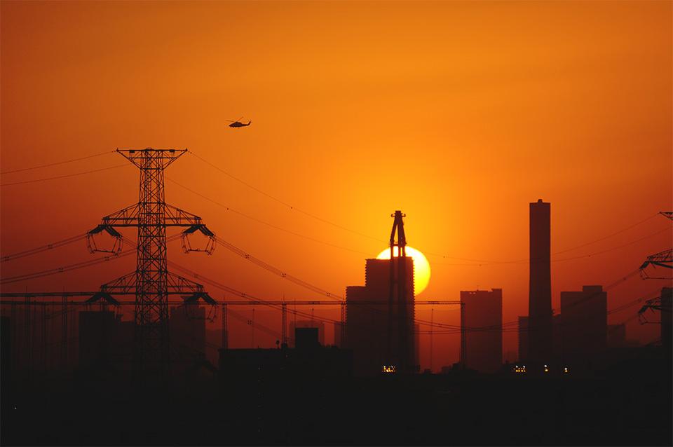 夕日とヘリコプター