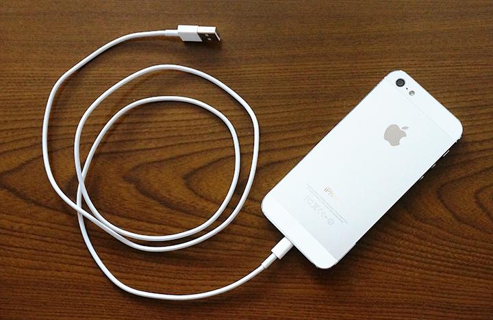 iPhoneとライトニングケーブル